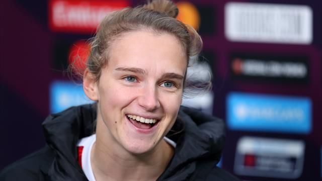 Vivianne Miedema breaks WSL scoring record as Arsenal thrash Tottenham