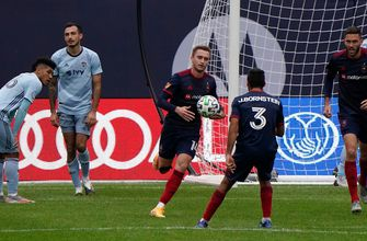 Chicago Fire score on game's final play to tie Sporting KC 2-2