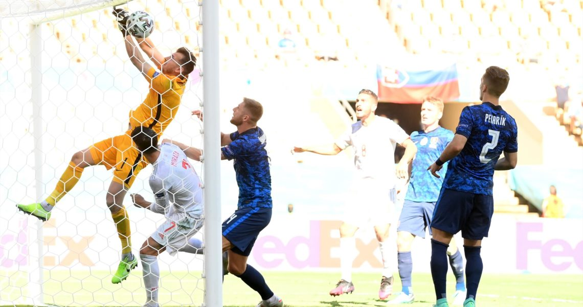 'That is a howler' – Dubravka dunks ball into own net during Slovakia v Spain